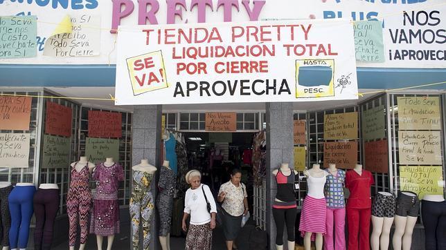 Exterior de una tienda en San Juan (Puerto Rico) este lunes
