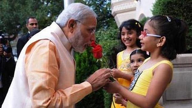 «Selfies» con hijas en la India para luchar contra la muerte masiva de niñas pequeñas
