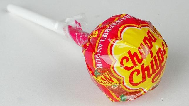 El caramelo español más famoso de la historia: un palo, una bola y un envolotorio diseñado por Dalí