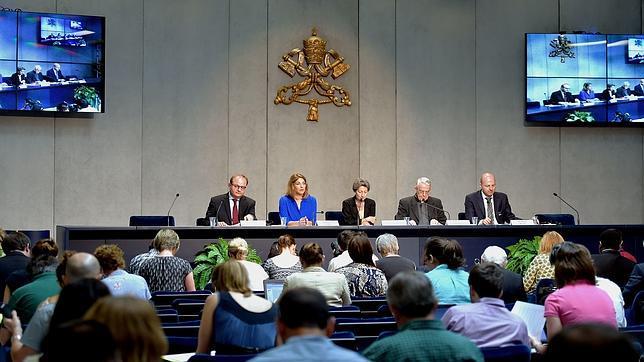 Naomi Klein en la conferencia de prensa del Vaticano sobre la encíclica Laudato si