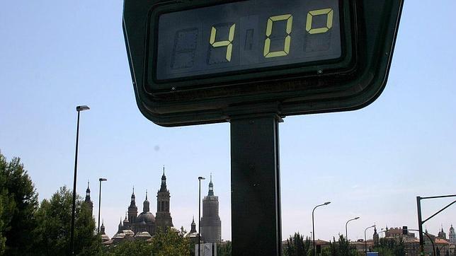 Los termómetros llevan días marcando –e incluso sobrepasando– los 40º en Zaragoza