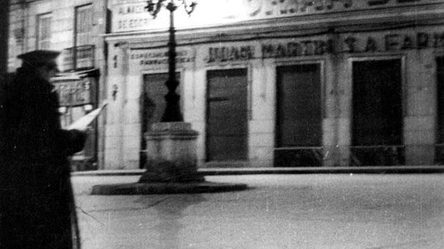 Un sereno, en 1959, en la Plaza de Santa Cruz de Madrid