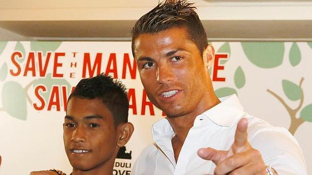 Niño se convierte en futbolista gracias a Ronaldo
