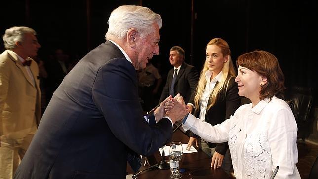 Vargas Llosa cuestiona la limpieza de las próximas legislativas de Venezuela