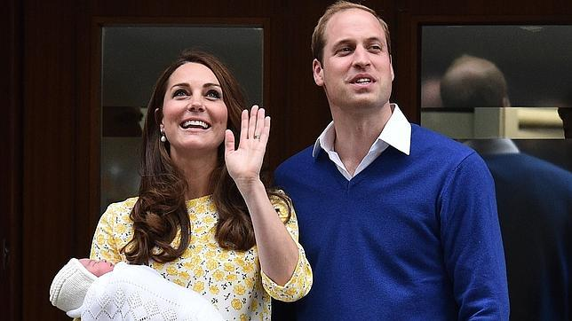 Guillermo y Catalina de Cambridge, días después del nacimiento de la princesa Carlota