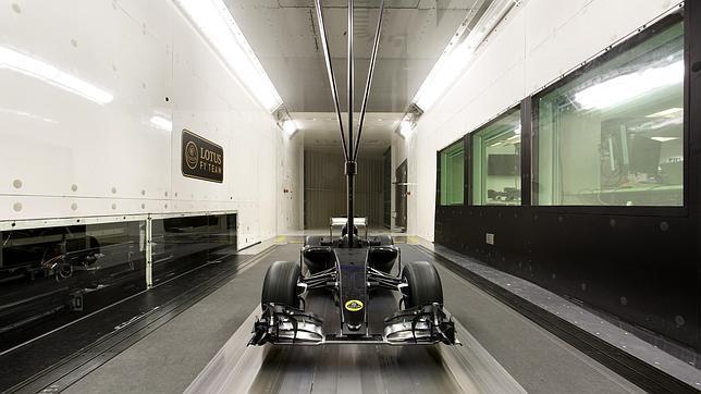 Un monoplaza de la escudería Lotus durante una prueba en el túnel del viento