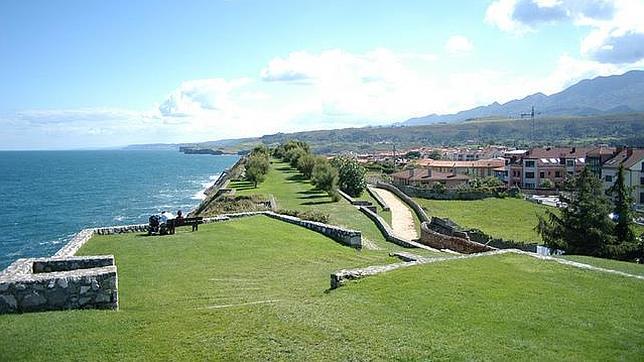 Los pueblos marineros imprescindibles del verano espa ol for Oficina turismo llanes