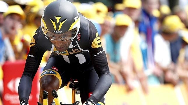 Equipo africano que compite en el Tour de France regala bicicletas para combatir la pobreza