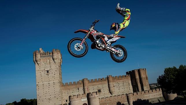 Dany Torres, en un espectacular salto junto al castillo de La Mota