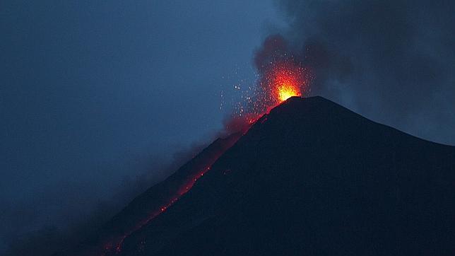 El volcán de Fuego entró en erupción el 1 de julio de 2015 por quinta vez, al sur de la Ciudad de Guatemala