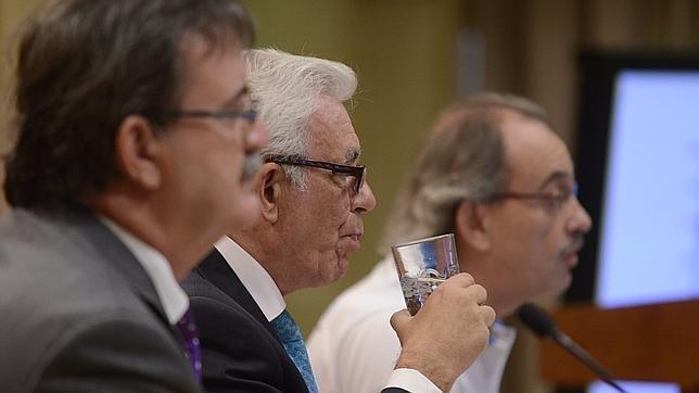 El consejero de Sanidad, el doctor Jesús Sánchez Martos, durante la rueda de prensa sobre la ola de calor que azota Madrid este viernes