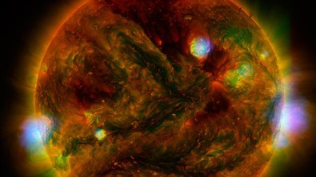 La imagen es una combinación de observaciones de varios telescopios