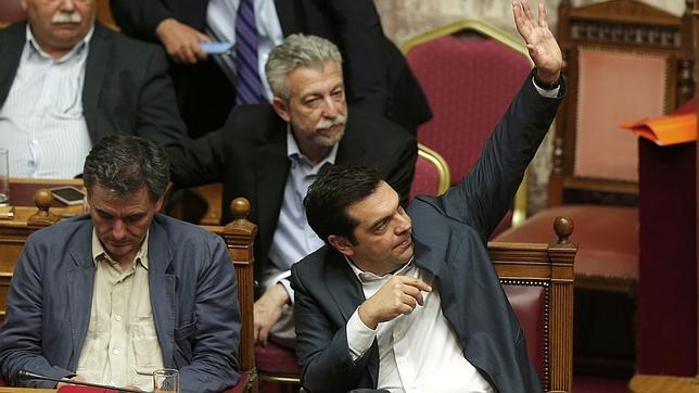 Tsipras agradece el apoyo del Parlamento