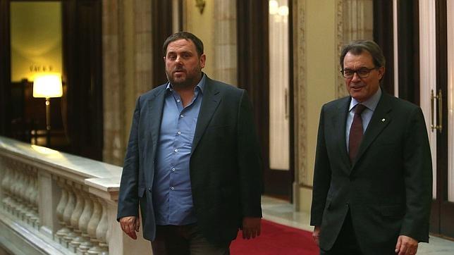 El presidente de la Generalitat, Artur Mas, junto al líder de ERC, Oriol Junqueras