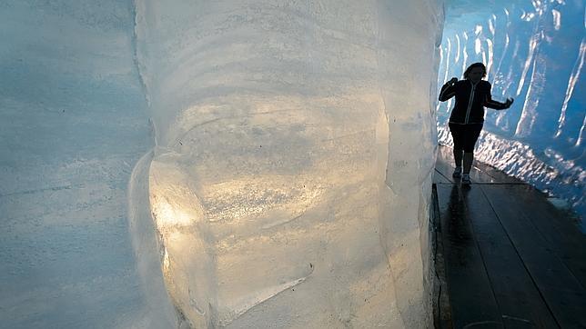 Visita turística de la cueva del hielo en el Glaciar del Ródano