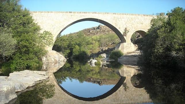 Río Alberche a su paso por Burgohondo