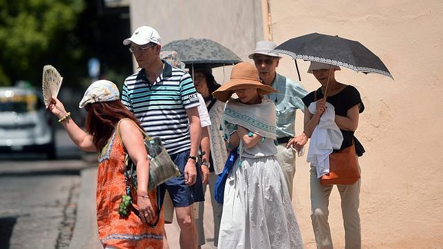 Hay que tener especial cuidado con los golpes de calor en los niños y ancianos
