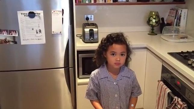 La niña que da en la diana de Youtube