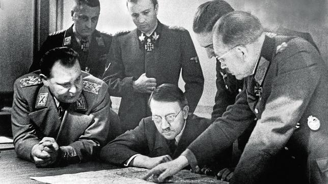 Hitler prepara su estrategia para la batalla de las Ardenas con el Estado Mayor del Reich