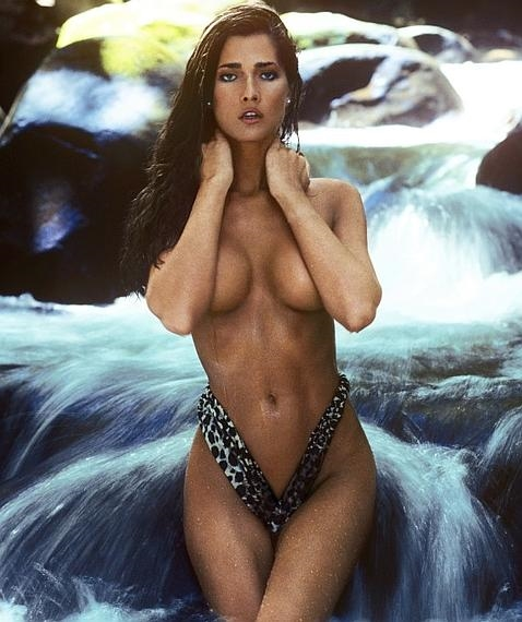 La historia de superación de la primera transexual en posar para Playboy