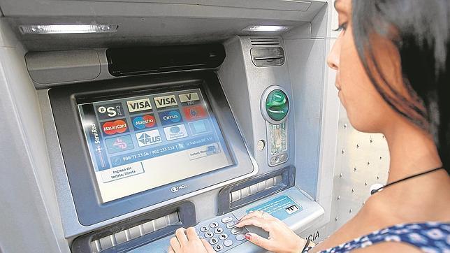 Los bancos cobrar n m s comisiones a los clientes menos for Ingresar dinero cajero abanca