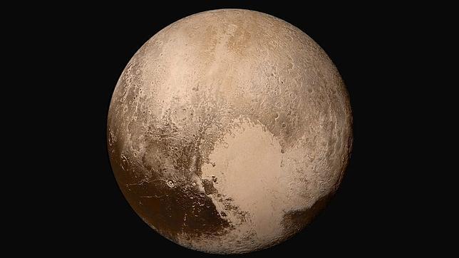 «News Horizons» esta revelando los secretos del conocido como planeta enano, un lugar con hielos, cordilleras, cráteres y ¿vida?