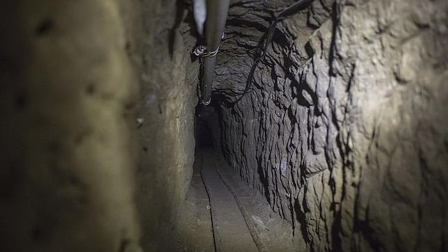 Recorren por primera vez el túnel del «Chapo» Guzmán y lo suben a YouTube