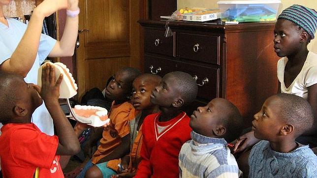 Enseñando a los niños a cuidar su boca