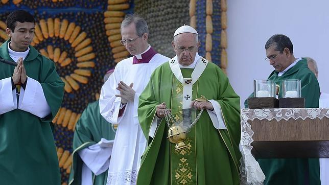 El Papa Francisco, en una misa durante su visita a Paraguay