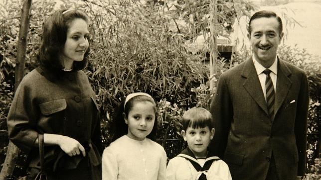 Los marqueses de Urquijo el día de la comunión de su hijo