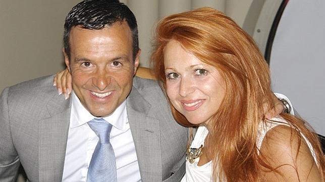 Jorge Mendes junto a su pareja, Sandra