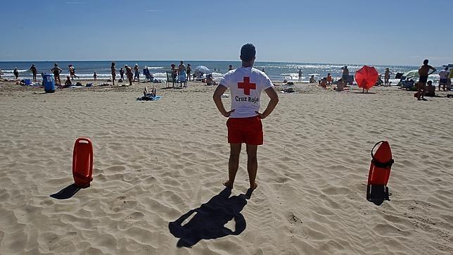 1041fcfd50b4b Cruz Roja realiza 40.000 atenciones en 344 playas en lo que va de verano