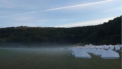 Tiendas de camping, estreno de películas y tres días de fiesta, así fue la boda de Guy Ritchie