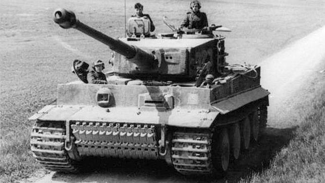 entre un La un y ejército tanque solitario nazi épica batalla aliado w8qAP8UE