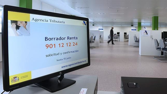 Casi la mitad de los contribuyentes canarios no llega ni a for Oficinas de agencia tributaria madrid