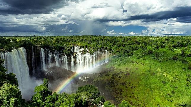 Para visitar las cataratas de Kalandula, primero necesitarás obtener el permiso para entrar en Angola