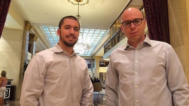 Elad Schaffer (izquierda) y Shay Herschkovitz, directivos de Wikistrat