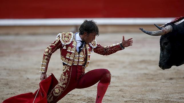Escribano corta cinco orejas y sale a hombros con Palazón en Alicante