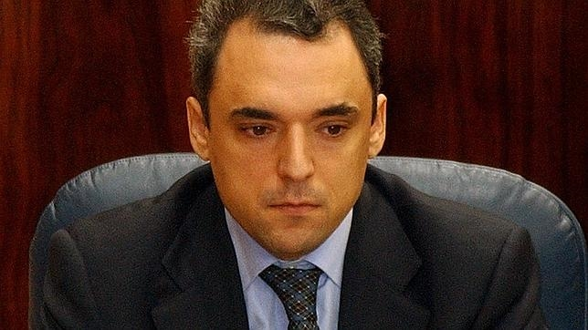Rafael Simancas durante la sesión de constitución de la VII Legislatura en la Asamblea, tras la crisis del tamayazo, que llevó a la repetición de las elecciones