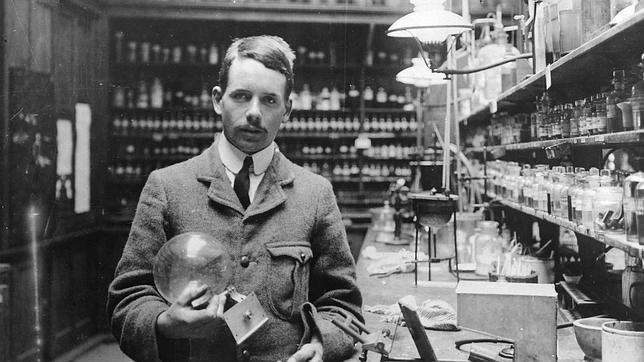 Henry Moseley en su laboratorio