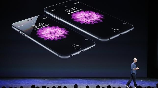 Tim Cook, CEO de Apple, durante la presentación del iPhone 6 y iPhone 6 Plus el 9 de septiembre de 2014