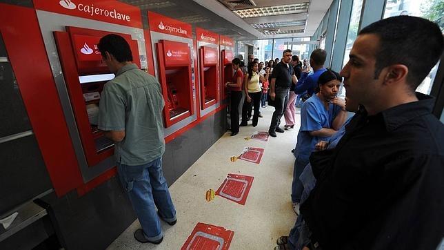 Los billetes de 100 bol vares escasean en venezuela for Banco galicia busca cajeros