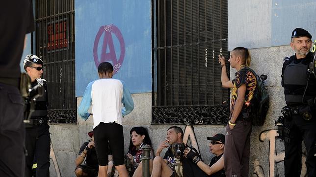 Un grupo de «okupas» del barrio de Lavapiés