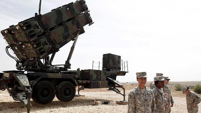 Soldados estadounidenses junto a un sistema de misiles Patriot en una base militar en Gaziantep, sureste de Turquía