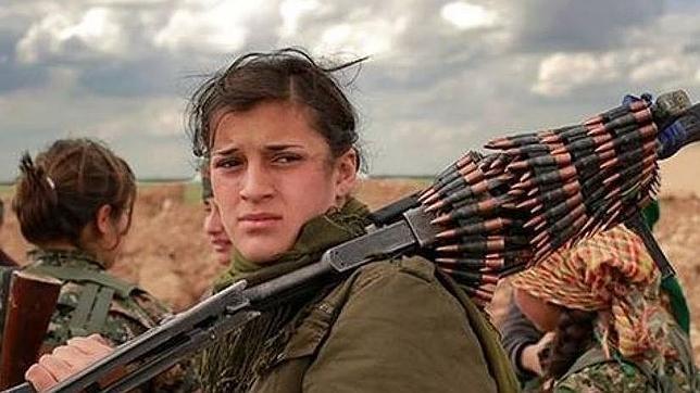«Ellos nos violan, nosotras les matamos»: la brigada de mujeres que lucha contra el Estado Islámico