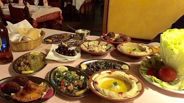 Al Jaima ofrece deliciosa comida libanesa amenizada con la danza del vientre