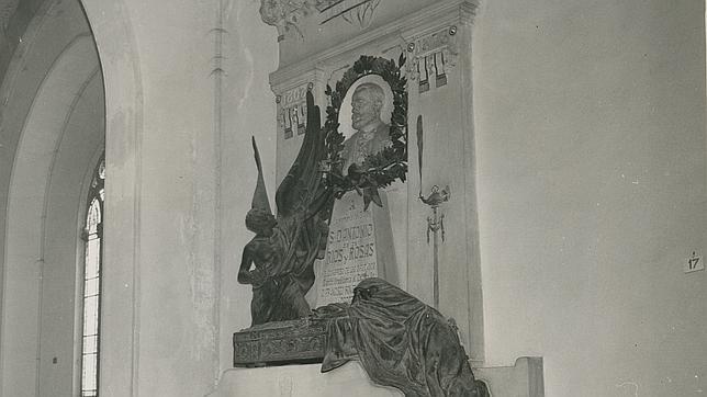 Tumba de Antonio Ríos Rosas en el Panteón de Hombres Ilustres de Madrid