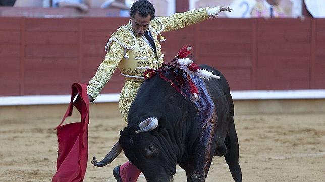 Iván Fandiño desata el clamor en Cuenca en una faena de autoridad
