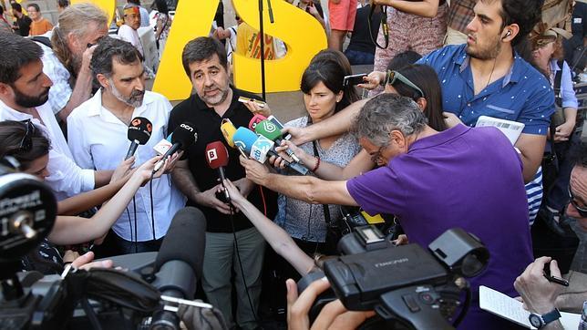 El presidente de la ANC, Jordi Sánchez, atiende a los medios