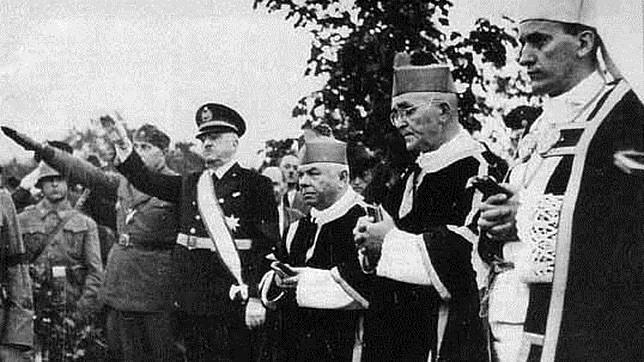 El extremista Marko Došen (izquierda) y el arzobispo Alojzije Stepinac (derecha), en los años 40 durante el régimen ustashi